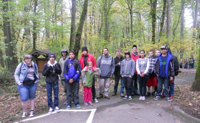 Rosi Hinton Students Partner with Friends of Tryon Creek State Park to Remove Invasive Species